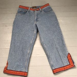 Vintage size 28 light wash jeans with embroidery